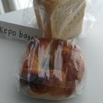 ケポベーグルズ - 食パン(¥140)と黒豆もちベーグル(¥270)