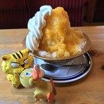 コメダ珈琲店 - 料理写真:マンゴー氷630円+ソフトクリーム120円