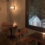 スケロク ダイナー - 2階フロアの椅子席