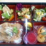 9034472 - 和洋中三食弁当1,000円