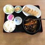 90343609 - 麻婆ナス+自家製焼き餃子組合 ¥900