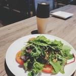 熟成肉バル KAZE - クルミと季節のグリーンサラダ
