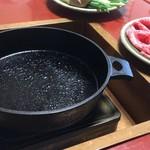 90347174 - 年季の入ったすき焼き用鉄鍋