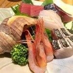 五郎 - 旬のお刺身おまかせ盛り合わせ 5品 900~ 2人前から 1,800円~ まぐろ シメサバ すずき さわら 南蛮海老