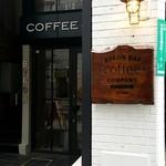 バイロンベイ コーヒー - スタイリッシュな入口
