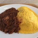 食堂 manma - ソースの中の固形物は、大量の柔らかい肉です。