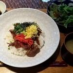 ニホンバシ イチノイチノイチ - 鴨ロース炙り焼き丼膳:980円