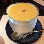とんかつ マンジェ - 坂本店主のご厚意で頂いたサービスの「じゃが芋とかぼちゃの冷製スープ」」食前スープとしても充分にイケル美味さ!マイルドでクリーミーな飲み口で美味い。(感謝)
