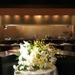 レストラン ラリューム - 正面カウンターテーブル