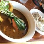 カリーキュー - 料理写真:まうんてんスープ パリチキ(980円)