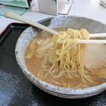 90368677 - 地元 藤原製麺の旭川麺