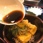 五平田・蔵 - 揚げ出し豆腐 つゆをかけて