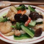 中国四川料理きりん - 炒海鮮(ホタテ貝柱、えび、紋甲イカと野菜のあっさり炒め)