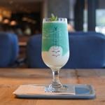 うのまち珈琲店 - ドリンク写真:青リンゴとマスカットのツートンラッシー