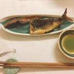 うしやま - 鮎塩焼と骨煎餅