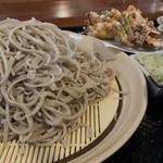 三和土 - 料理写真:もりおろしそば  ¥800. 大盛り+¥200
