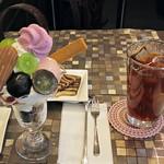 90378382 - まるごとぶどうのパフェと紅茶w