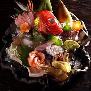 毎日仕入れる最高の鮮度の魚を使ったお造り