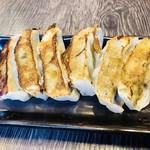 元祖博多中洲屋台ラーメン 一竜 - 餃子