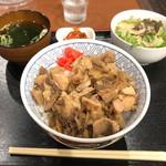 鉄板焼 京都 梅しん - 名代 牛ホルモン丼(800円)