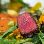 ケンゾーエステイトワイナリー - 鹿肉 草原、大地を意識した一皿