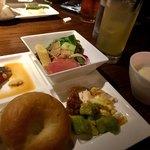 GRAND HOURS - メイン以外はビュッフェでサラダが充実、スープはじゃがいものビシソワーズをチョイス。