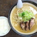 居酒屋 太郎 - 味噌ラーメン_750円、小ライス_120円