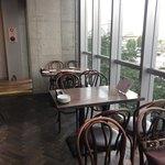 ネオビストロ MURA -ハンドメイドキッチン- 中野店 - 窓側の開放的なお席
