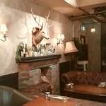 カフェ キャラット - 暖炉に鹿さん
