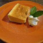 ソール ブランチ シンチョウ - 料理写真:チーズケーキ 500円(税抜)