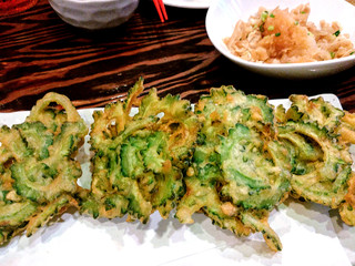 うりずんの風 - ゴーヤの天ぷら