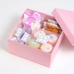 プティビズ - 【ビジュー】デコレーションカップケーキ4個と焼き菓子のギフトセット。  当店おすすめの可愛らしい商品を詰め合わせました。