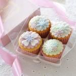 プティビズ - 【フレール】当店一番人気のデコレーションカップケーキのお花柄を4個、ギフトボックスに詰めたセット。
