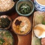 大黒屋 - 料理写真:紅鮭、豚汁