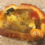 ラトリエアンソレイエ - 料理写真:季節の野菜チーズカレーパン