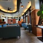 カフェ&バー ロマン - デザイナー監修の店内