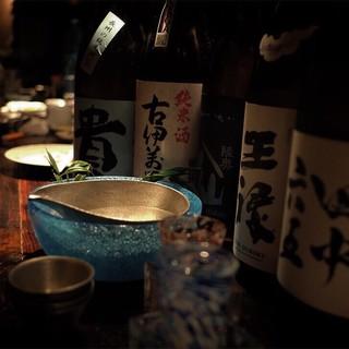 酒器にもこだわった日本酒は、香ばしいろばた焼きに合う合う◎