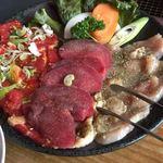 赤い唐辛子 - 唐辛子自慢定食 肉アップ(牛ロース、タン、鶏肉)