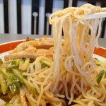9041807 - 麺は細麺ストレート