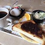 カフェジェノバ - 料理写真:ブレンドコーヒー400円と小倉トーストのモーニング