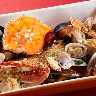 新鮮な魚介を中心に、地中海の陽気な一皿とワインを楽しむ♪