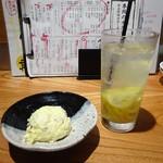 90415132 - お通し(ポテトサラダ)、レモンサワー(すっきり)