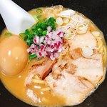 くろす - 鶏煮込み醤油らーめん(スペシャル)♡¥1060(税込)