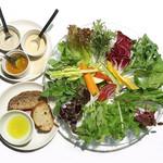 90416083 - エスタサラダと天然酵母のパン