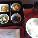 日本料理松風庵 - 朝食 最初のセッティング