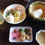日本料理松風庵 - 朝食 サブのセッティングとビュッフェ