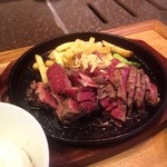 京都ダイニング正義 - アンガス牛ステーキ300gというボリューム。食べ応え満点です。