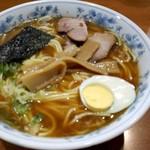板橋大勝軒なりたや  - 料理写真:中華そば780円