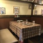 津の田ミート - テーブル席