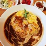 エーキッチン - 料理写真:オムチーズカレー(クリーム多め)850円 2018/07